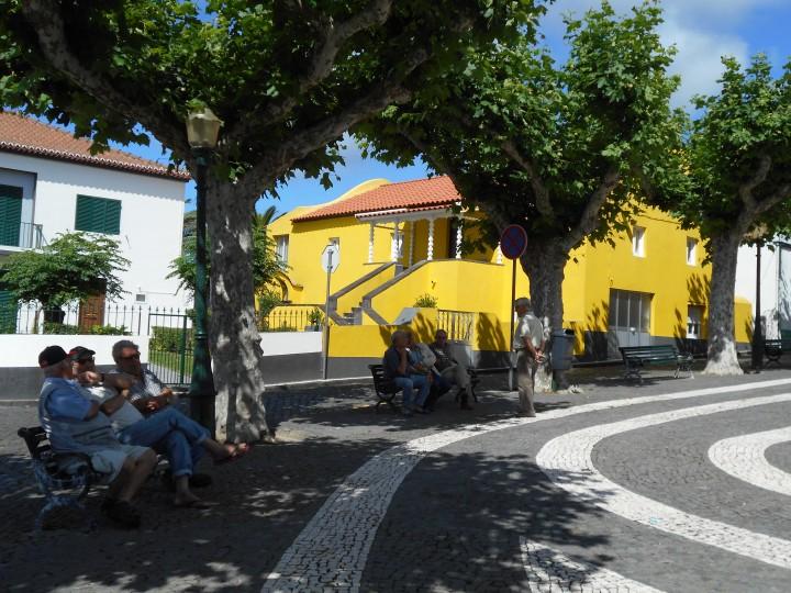 głowny plac w Mosteiros