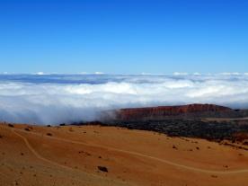 chmury nad północną stroną wyspy