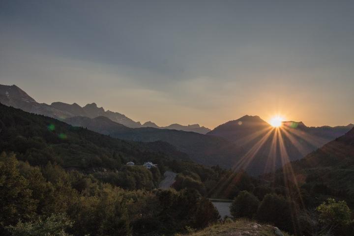 Pireneje zachód słońca Somport