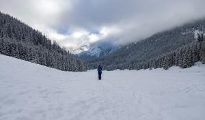 Dolina Małej Łąki zima szlak