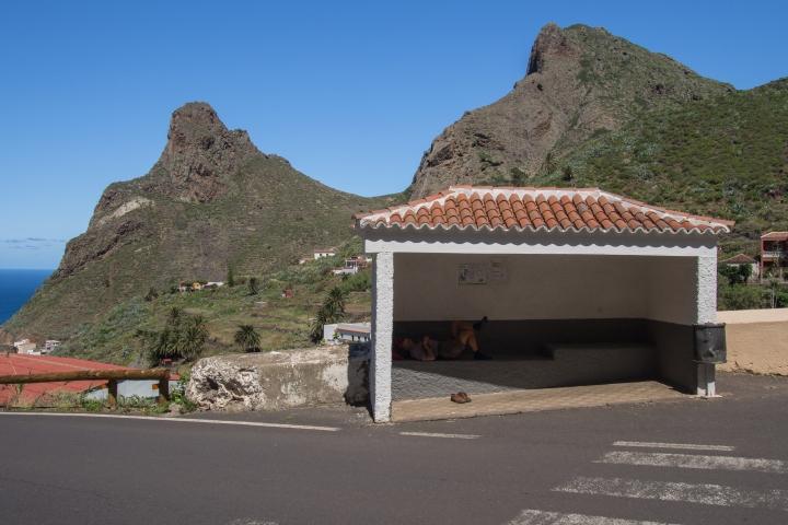 przystanek Titsa w górach Anaga