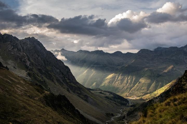 Pireneje, zachód słońca, trekking,biwak