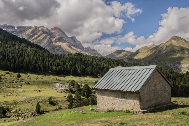 Pireneje, Gavarnie, cabana, szlaki, trekking, Wrota Rolanda