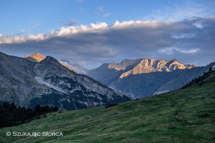 Pireneje biwak cabana wschód słońca Gavarnie trekking
