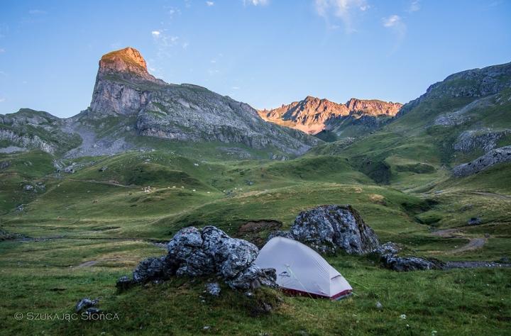 pireneje-namiot-biwak